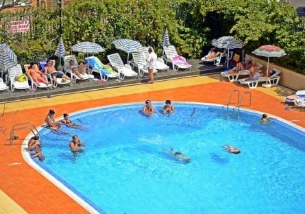ALL INCLUSIVE + ползване на открит басейн, детски кът, фитнес и интернет от комплекс